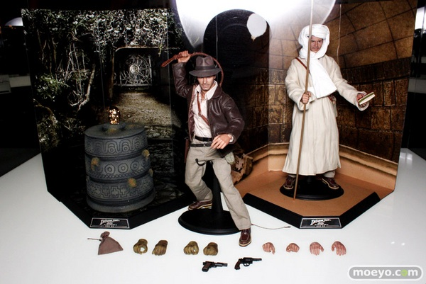 Hot_Toys_10th_024__scaled_600.jpg