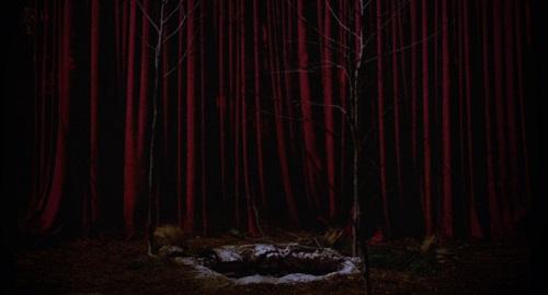 25-red-room-entrance.jpg