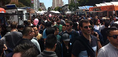 SC_11_J-POP2014-18_CrowdedFoodStreet.jpg